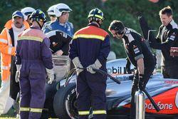 El McLaren MP4-28 de Jenson Button, se detiene en el circuito