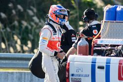 Jenson Button, McLaren tras parar en el circuito