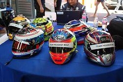 Los cascos de los piltos del Peugeot RCZ Cup