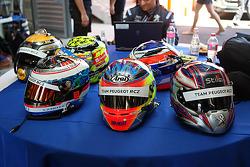 Les casques des pilotes de Peugeot RCZ Cup