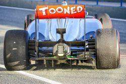 Difusor trasero y equipo de senosor en funcionamiento del McLaren MP4-28