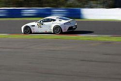 El #76 Aston Martin Vantage GT4: Andreas Baeneiger, Florian Kamelger, Chris Porritt