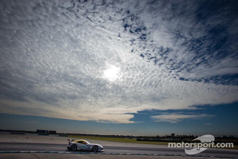 #93 SRT Motorsports SRT Viper GTS-R: Jonathan Bomarito, Marc Goossens, Tommy Kendall, Kuno Wittmer