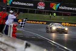 El #36 Erebus Motorsport Mercedes SLS AMG GT3: Bernd Schneider, Thomas Jäger, Alex Roloff se llevan la victoria