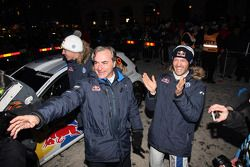 Vencedores Sébastien Ogier e Julien Ingrassia, Volkswagen Polo WRC, Volkswagen Motorsport celebrate with Carlos Sainz