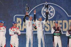 pódio: vencedores Sébastien Ogier e Julien Ingrassia, segundo colocado Sébastien Loeb e Daniel Elena