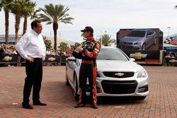 Mark Reuss (General Motors) et Jeff Gordon (Hendrick Motorsports Chevrolet)