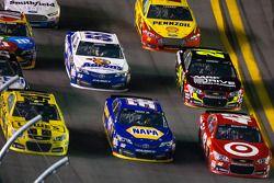 Juan Pablo Montoya, Earnhardt Ganassi Racing Chevrolet, Martin Truex Jr., Michael Waltrip Racing Toy