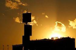 Le soleil se couche sur Daytona