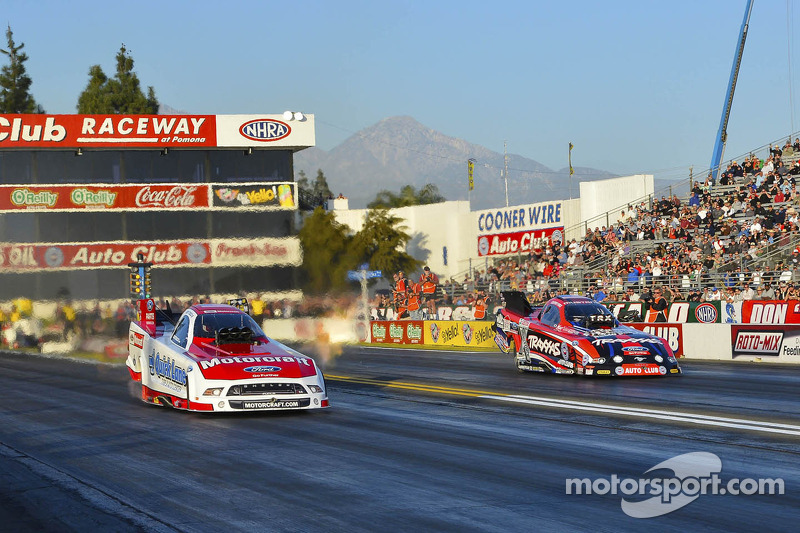 Bob Tasca III en Courtney Force