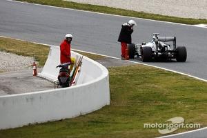 Esteban Gutierrez, Sauber C32 stops on the circuit