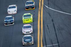 Sean Corr lidera um grupo de carros