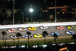 Kevin Harvick, Richard Childress Racing Chevrolet y Tony Stewart, Stewart-Haas Racing Chevrolet lide