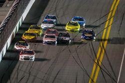 Kevin Harvick, Richard Childress Racing Chevrolet lidera el campo, mientras que Dale Earnhardt Jr.,