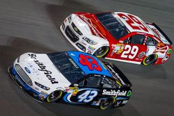 Aric Almirola, Richard Petty Motorsports Ford and Kevin Harvick, Richard Childress Racing Chevrolet