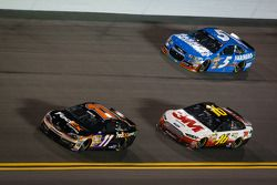 Denny Hamlin, Joe Gibbs Racing Toyota, Greg Biffle, Roush Fenway Racing Ford and Kasey Kahne, Hendrick Motorsports Chevrolet