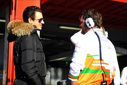 Adrian Sutil, Sahara Force India F1 con un mecánico