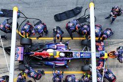 Sebastian Vettel, Red Bull Racing RB9 práctica para en pits