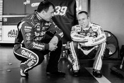 Ryan Newman, Stewart-Haas Racing Chevrolet et Mark Martin, Michael Waltrip Racing Toyota