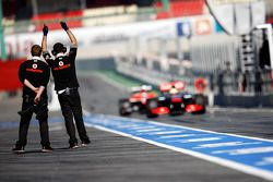 Sergio Perez, McLaren MP4-28 entra a pits