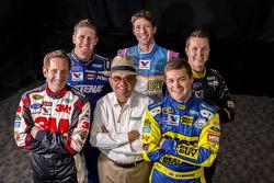 Carl Edwards, Trevor Bayne, Greg Biffle, Travis Pastrana en Ricky Stenhouse Jr. met Jack Roush