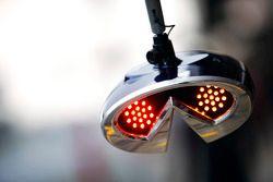 Sistema de luces en la zona de pits del Red Bull Racing