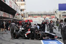 Nico Hulkenberg, Sauber C32 in the pits