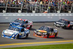 Carl Edwards, Roush Fenway Racing de Ford, Bobby Labonte, JTG Daugherty Racing Toyota, Tony Stewart,