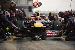 Mark Webber, Red Bull Racing RB9 practica las paradas en los pits
