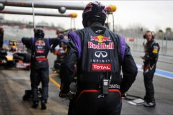 Mark Webber, Red Bull Racing RB9 practica las paradas en los pits