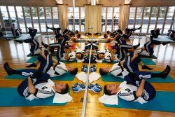 Pilotos fazem ioga