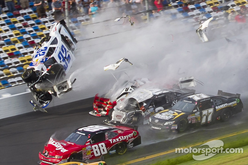 Last lap crash: Kyle Larson, Parker Kligerman, Justin Allgaier, Dale Earnhardt Jr. and Brian Scott crash