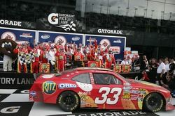 Victory lane: racewinnaar Tony Stewart
