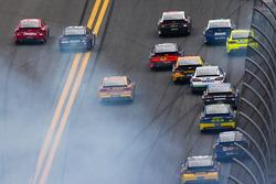 Juan Pablo Montoya, Earnhardt Ganassi Racing Chevrolet and Brad Keselowski, Penske Racing Ford crash