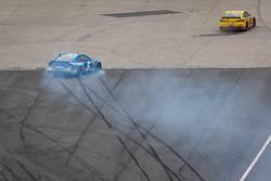 Kasey Kahne, Hendrick Motorsports Chevrolet spins
