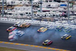 Trevor Bayne, Wood Brothers Racing Ford, Scott Speed, Ford, Josh Wise, Front Row Motorsports Ford, Austin Dillon, Richard Childress Racing Chevrolet crash