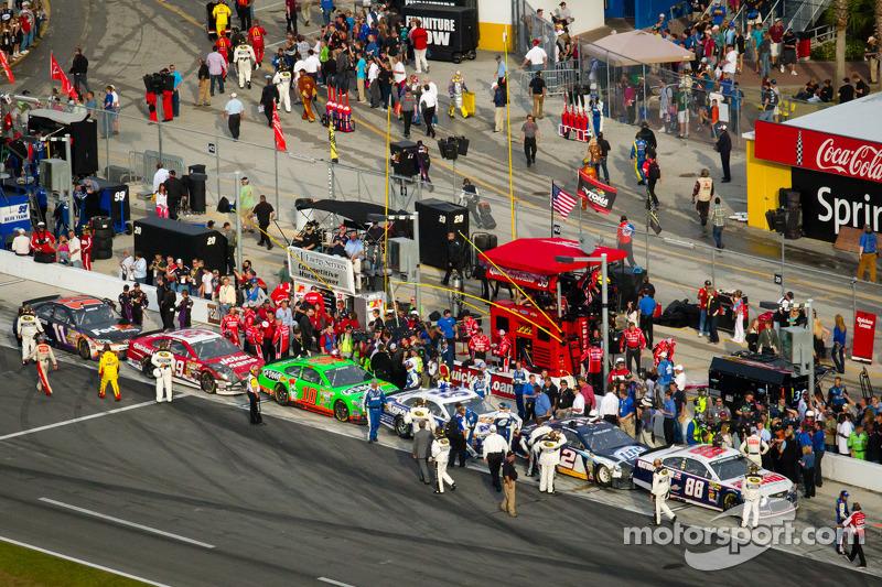 Auto's in de pits na de race