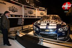 Mike Helton et la voiture de Jimmie Johnson, Hendrick Motorsports Chevrolet