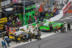 Pit stop Danica Patrick, Stewart-Haas Racing Chevrolet e Marcos Ambrose, Richard Petty Motorsports F