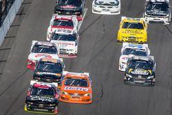 Kasey Kahne e Eric McClure lidera o grupo de carros