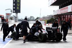 Valtteri Bottas, Williams FW35 pushed back pit stop