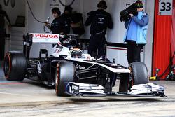 Pastor Maldonado, Williams FW35 leaves the pits