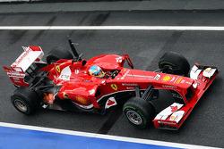Fernando Alonso, Ferrari F138 escupe llamas del escape