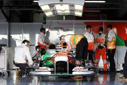 Sahara Force India F1 VJM06 in de pits