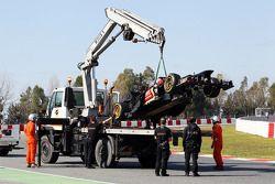 De Lotus F1 E21 van Davide Valsecchi, Lotus F1 E21 Third Driver wordt teruggebracht naar de pits doo