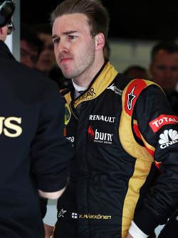 GP DE GRANDE-BRETAGNE-Formula 1 Pirelli British Grand Prix 2020 - Page 4 F1-march-barcelona-testing-2013-davide-valsecchi-lotus-f1-third-driver-literally-standing