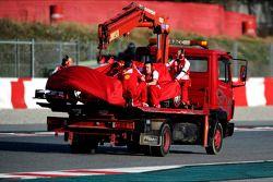 De Ferrari F138 van Felipe Massa, Ferrari wordt door de truck teruggebracht naar de pits