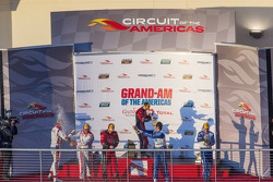 pódio: vencedores Jon Fogarty, Alex Gurney, segundo colocado Ryan Dalziel, Alex Popow, terceiro colo