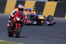 Motorcycle vs F1