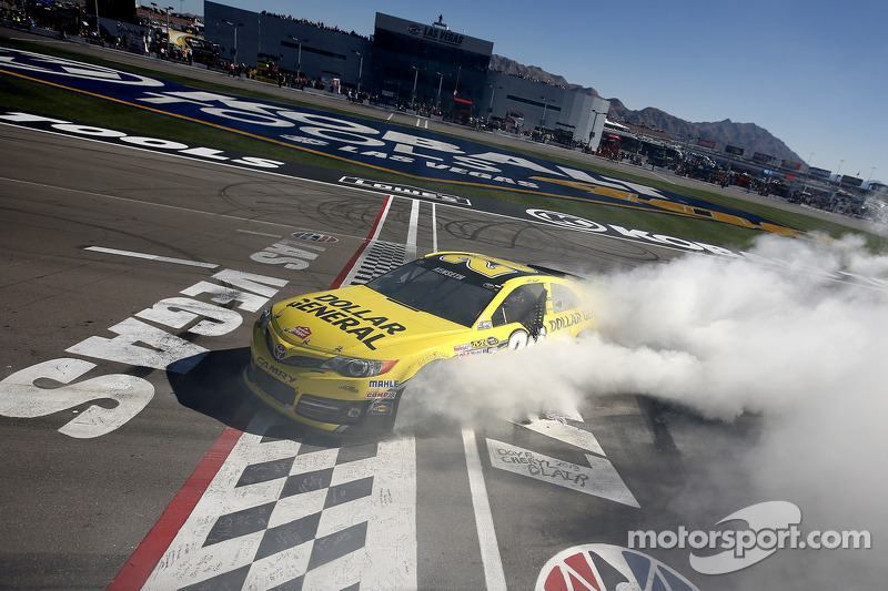 Kenseth earns his first victory with Gibbs